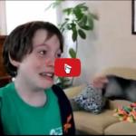 Ritrova il suo amico gatto, la sua gioa e incontenibile