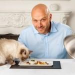 Cosa pensano i gatti degli esseri umani